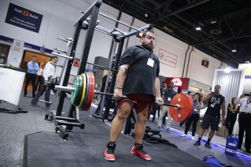 Strong man James Garrad deadlifts a whopping 270kg at The Leisure Show Dubai 2017