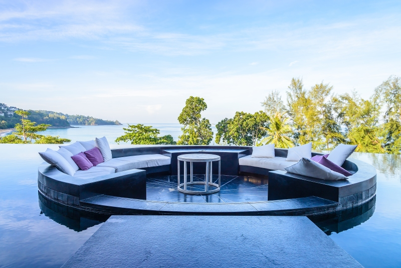 Outdoor furniture showcase - live features