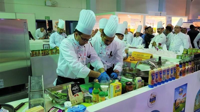 الطهاة من شتى أنحاء المملكة يتنافسون في مسابقة الطهي بين الفنادق – تحدي الصندوق الغامض لعام ٢٠١٨
